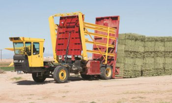 New Holland Ag Products Stackcruiser® Self-Propelled Bale